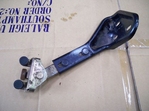 MERCEDES VITO N/S SIDE LOADING DOOR ROLLER BRACKET